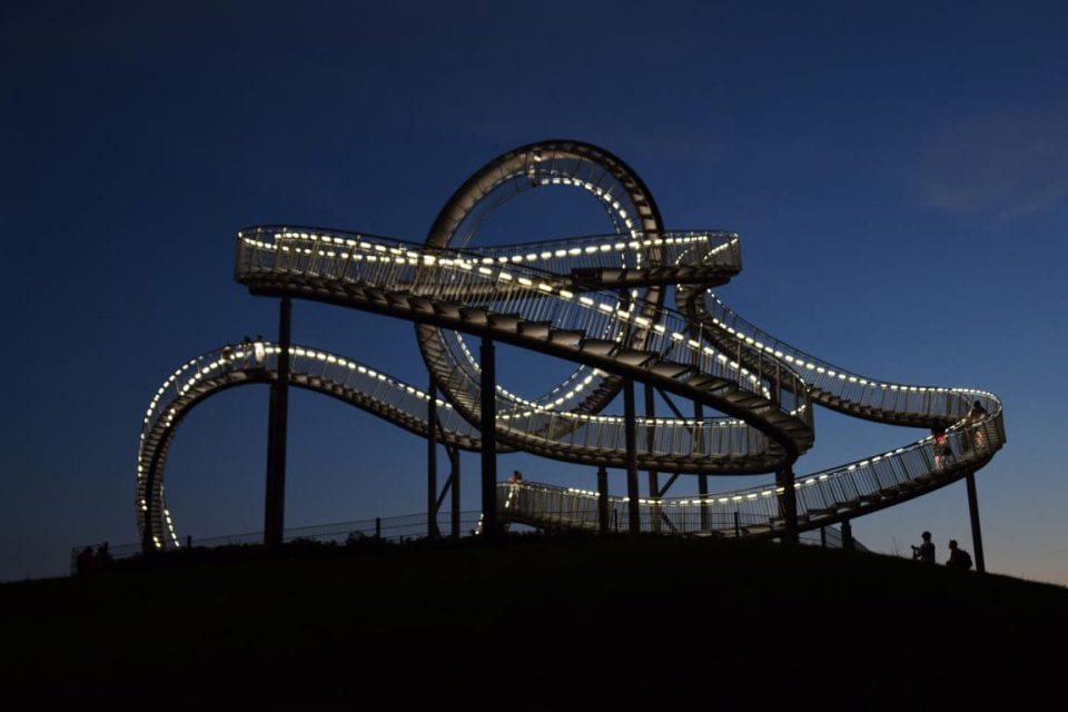 Tiger and Turtle Ruhrgebiet Duisburg Nacht