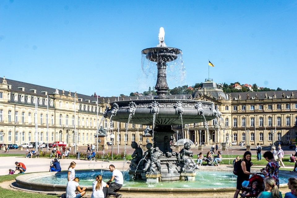 Schlossplatz stuttgart Brunnen