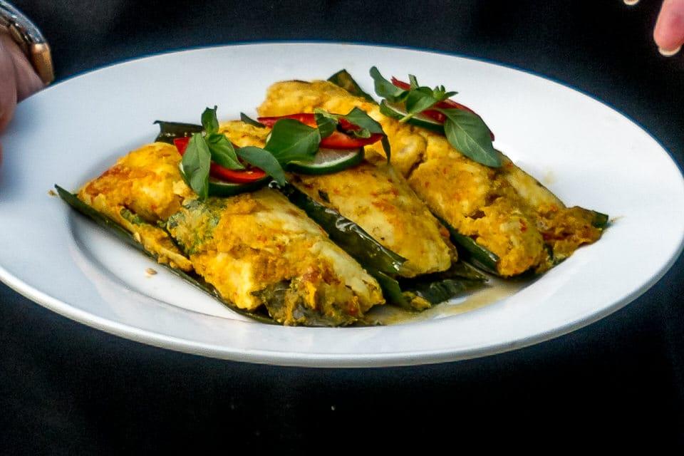 Rezept aus Bali: Pepes Ikan - Gebackener Fisch im Bananenblatt