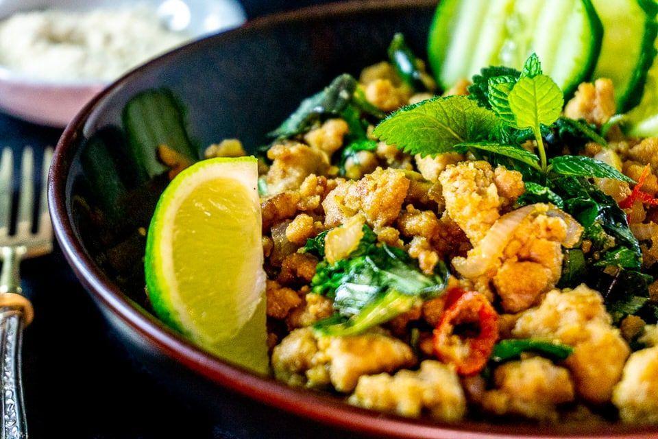 Larb Gai - der traditionelle Thai Fleischsalat mit Hähnchen