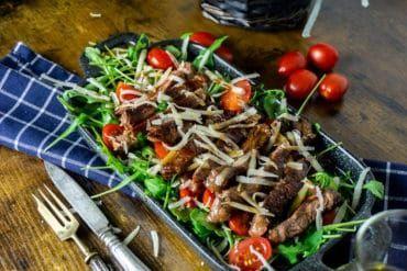 Tagliata di Manzo - Rindfleisch auf Rucola Salat